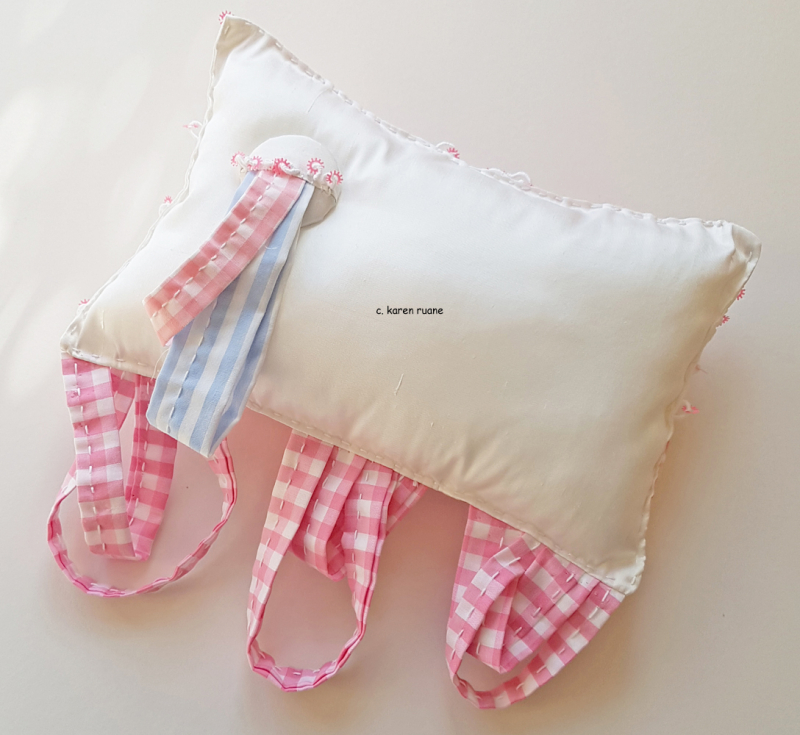 Pin pillow with a pocket 4